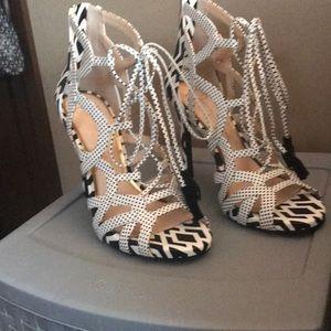Jessica Simpson black and white heels